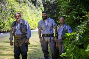 Massimo, Alessandro e Daniele osservano il fiume per meglio approcciare i lanci giusti
